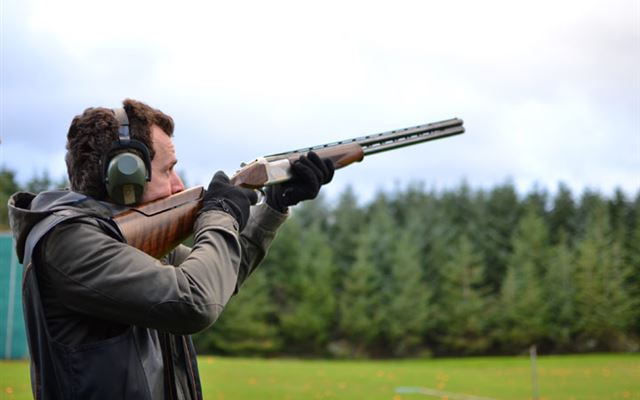 Clay Pigeon Shooting with Seasonal Refreshments Extremedays Experience 1