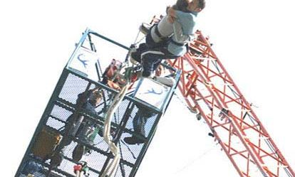 Lovers Leap - a bungee jump for two with bubbly Extremedays Experience 1